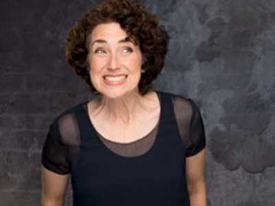 Ilyse Robbins is Mapping Out A New Routine at Stoneham Theatre