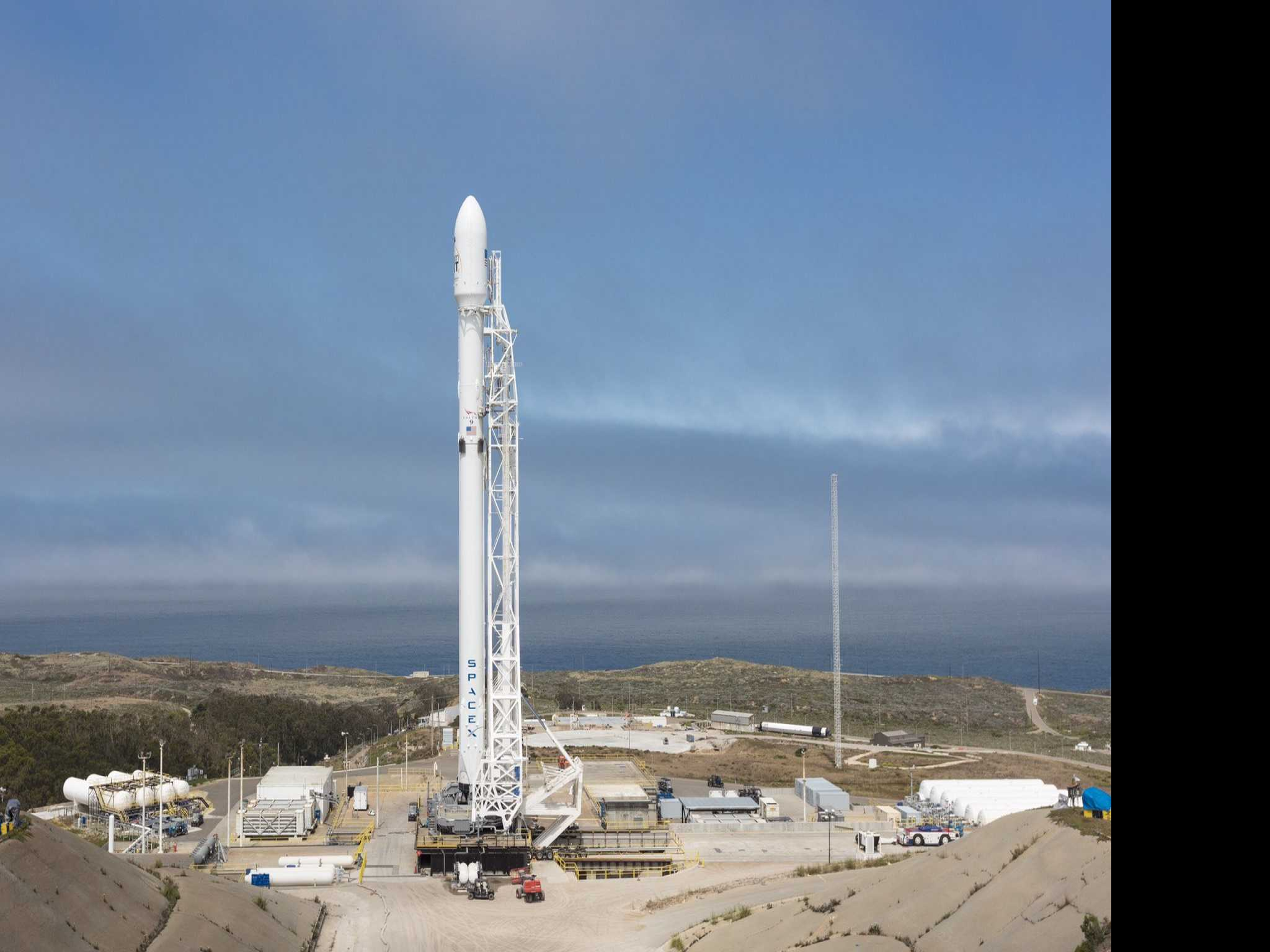 SpaceX Launches 10 Satellites from California Air Base