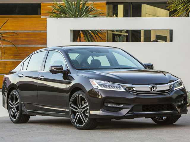Edmunds: Last Year's Models Are This Summer's Bargains
