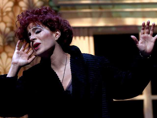 Venezuela's Mariaca Semprún Stars in American Debut of Musical 'Piaf'