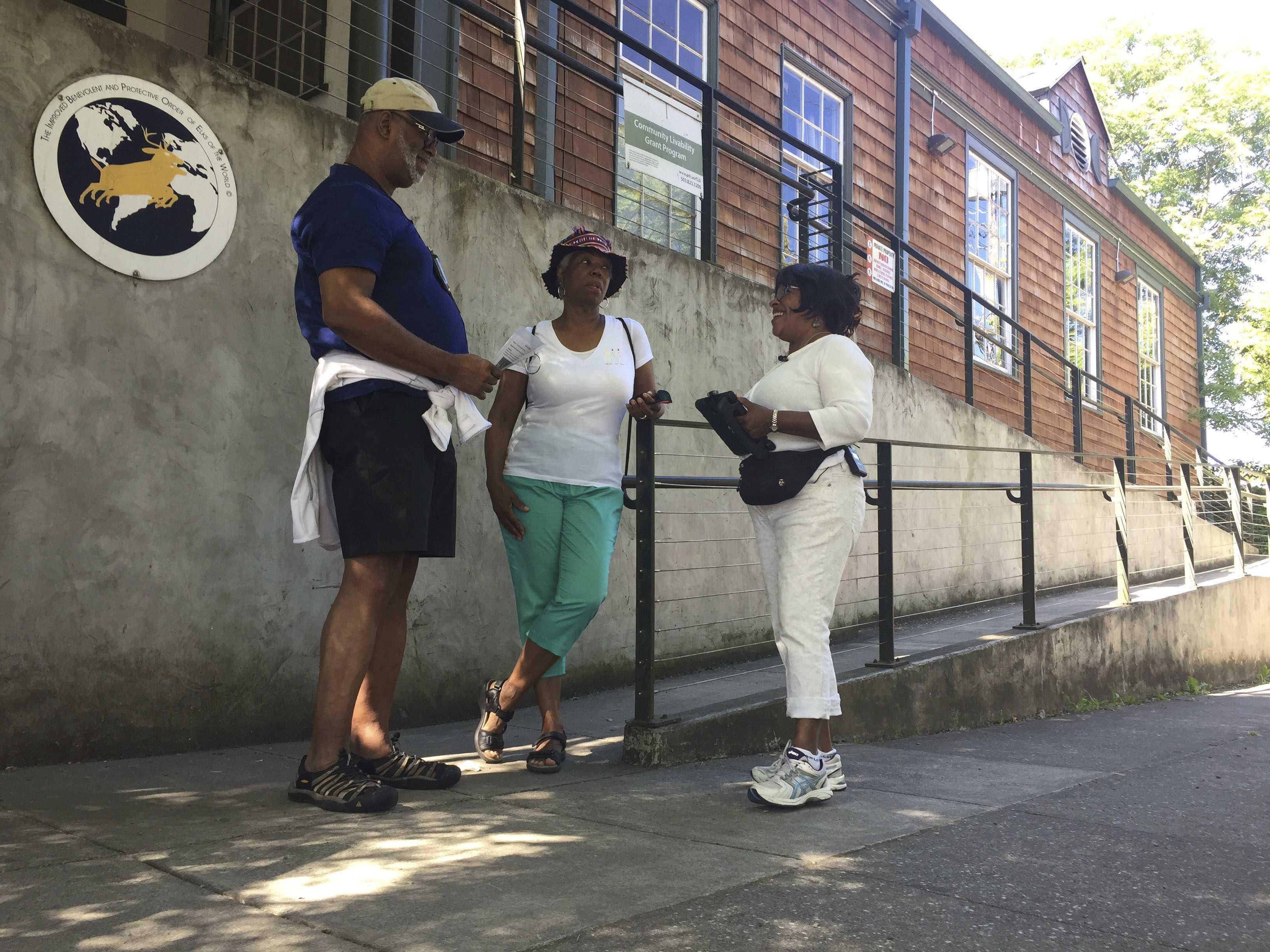 Black Seniors Stroll Down Memory Lane Aiming to Stay Sharp