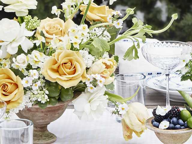 Tablescaping: Add Garden Beauty to the Dining Table