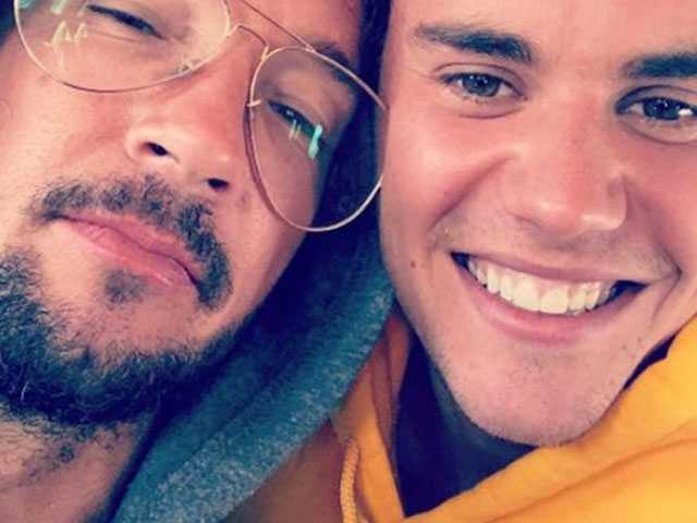 PopUps: Justin Bieber's Pastor is Smokin' and the Internet Took Notice