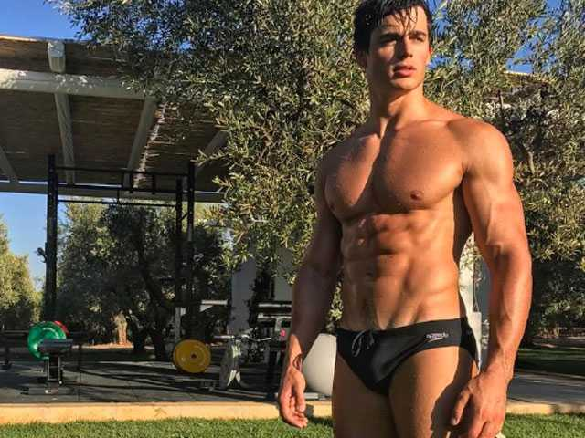 PopUps: In New Pic, 'World's Hottest Math Teacher' Leaves Little to the Imagination