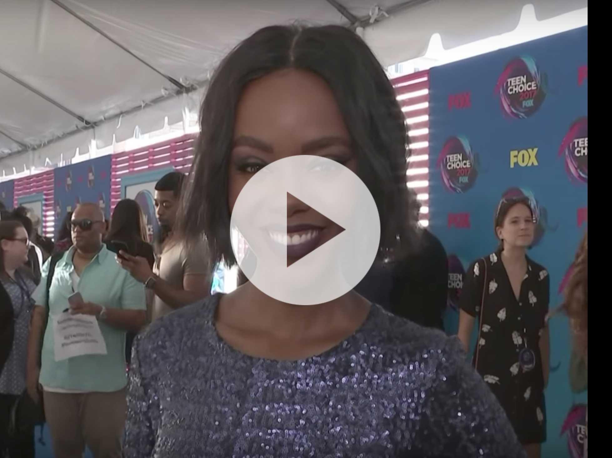 Stars Dazzle on Blue Carpet at Teen Choice Awards