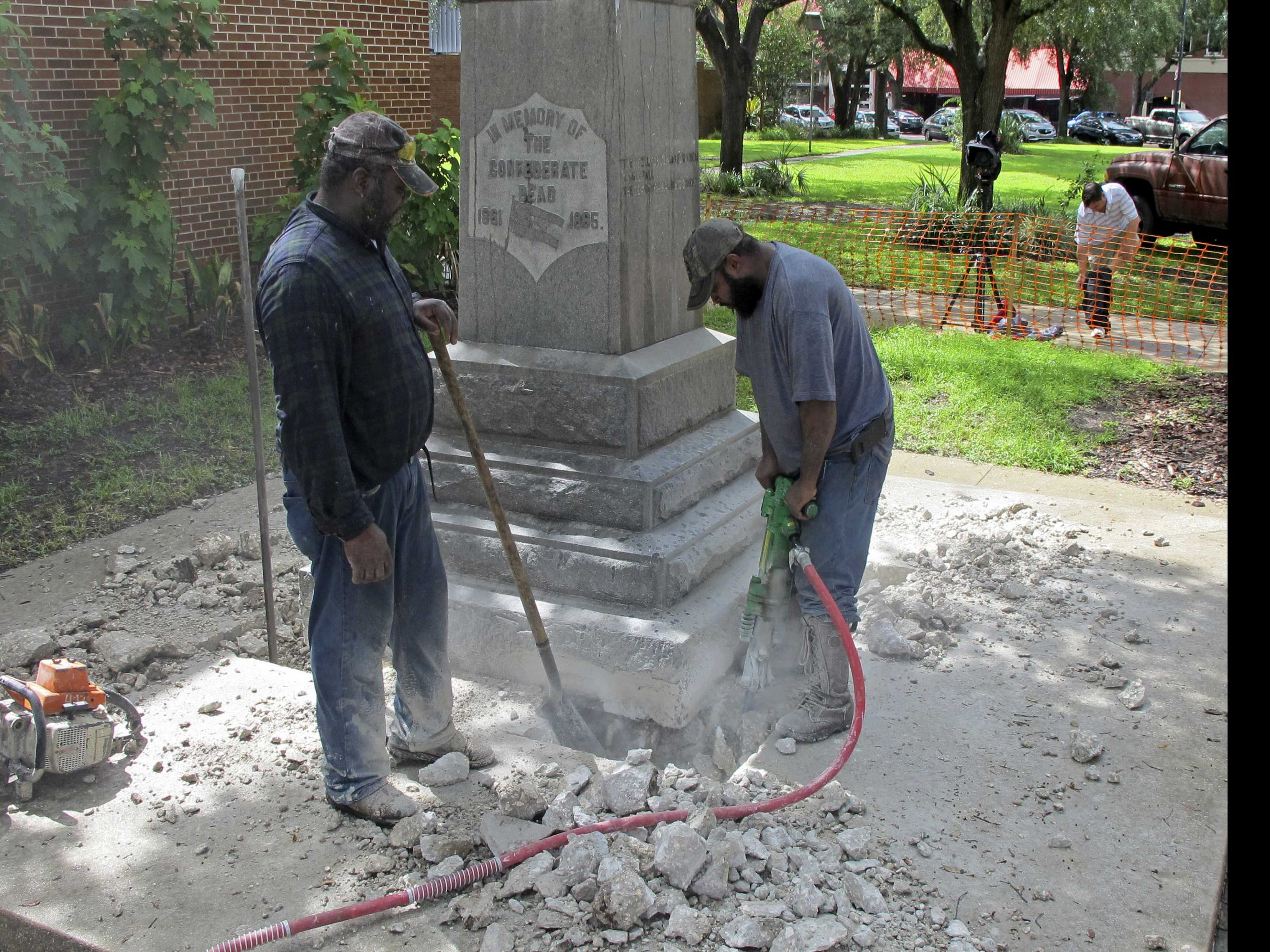 Deadly Rally Accelerates Removal of Confederate Statues