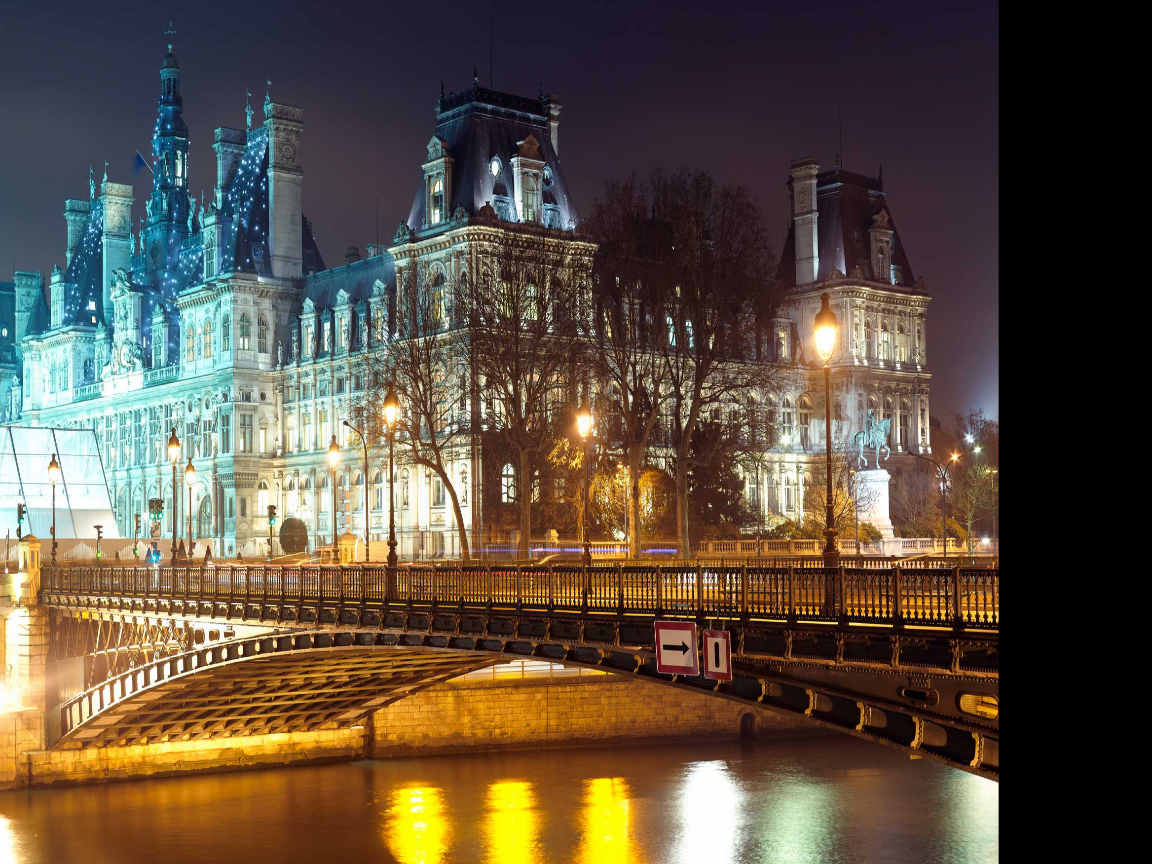 Paris Tourism Group Reports 10-Year High for Hotels