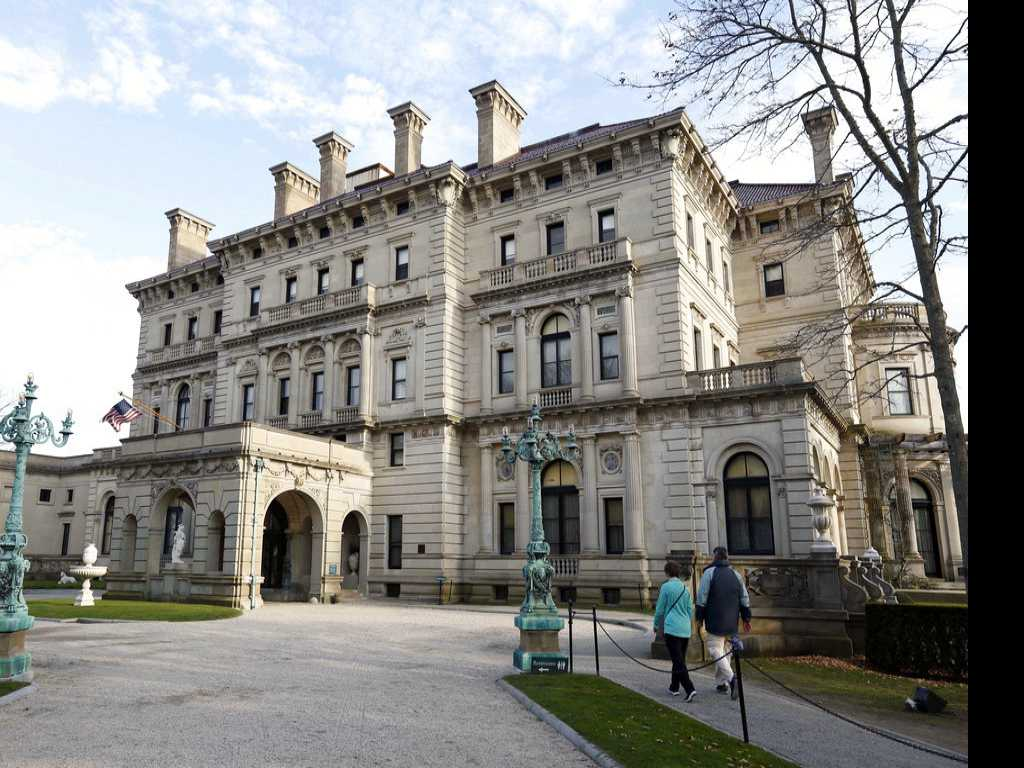 New Breakers Tour Plumbs the Depths Below Famous Mansion