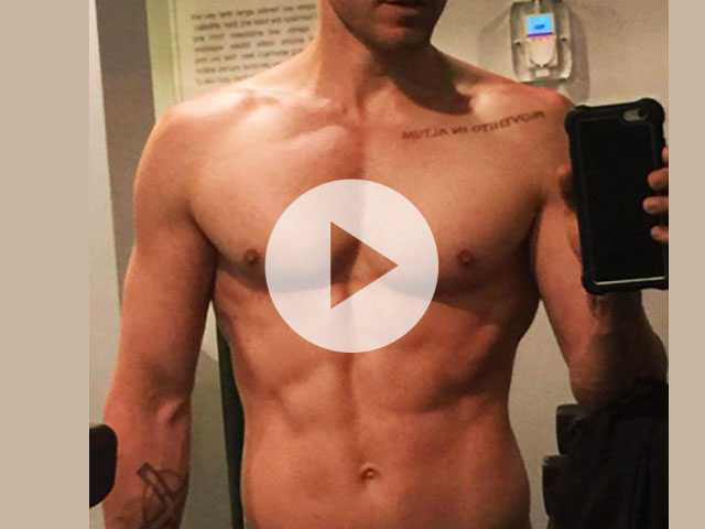 PopUps: Jared Leto Promotes New Single with Shirtless Selfie