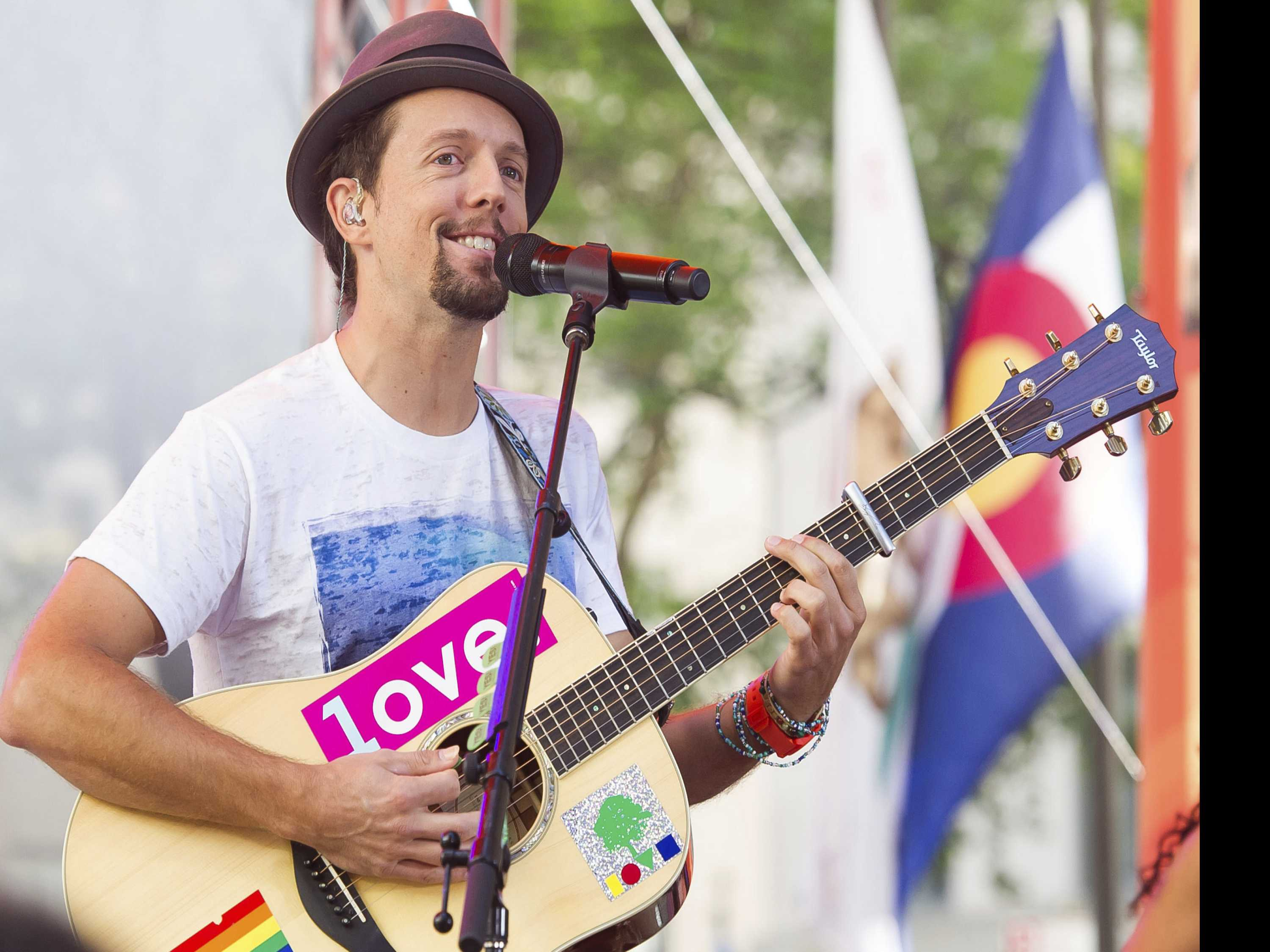 'I Hope I Live Up to the Hype': Jason Mraz to Go to Broadway