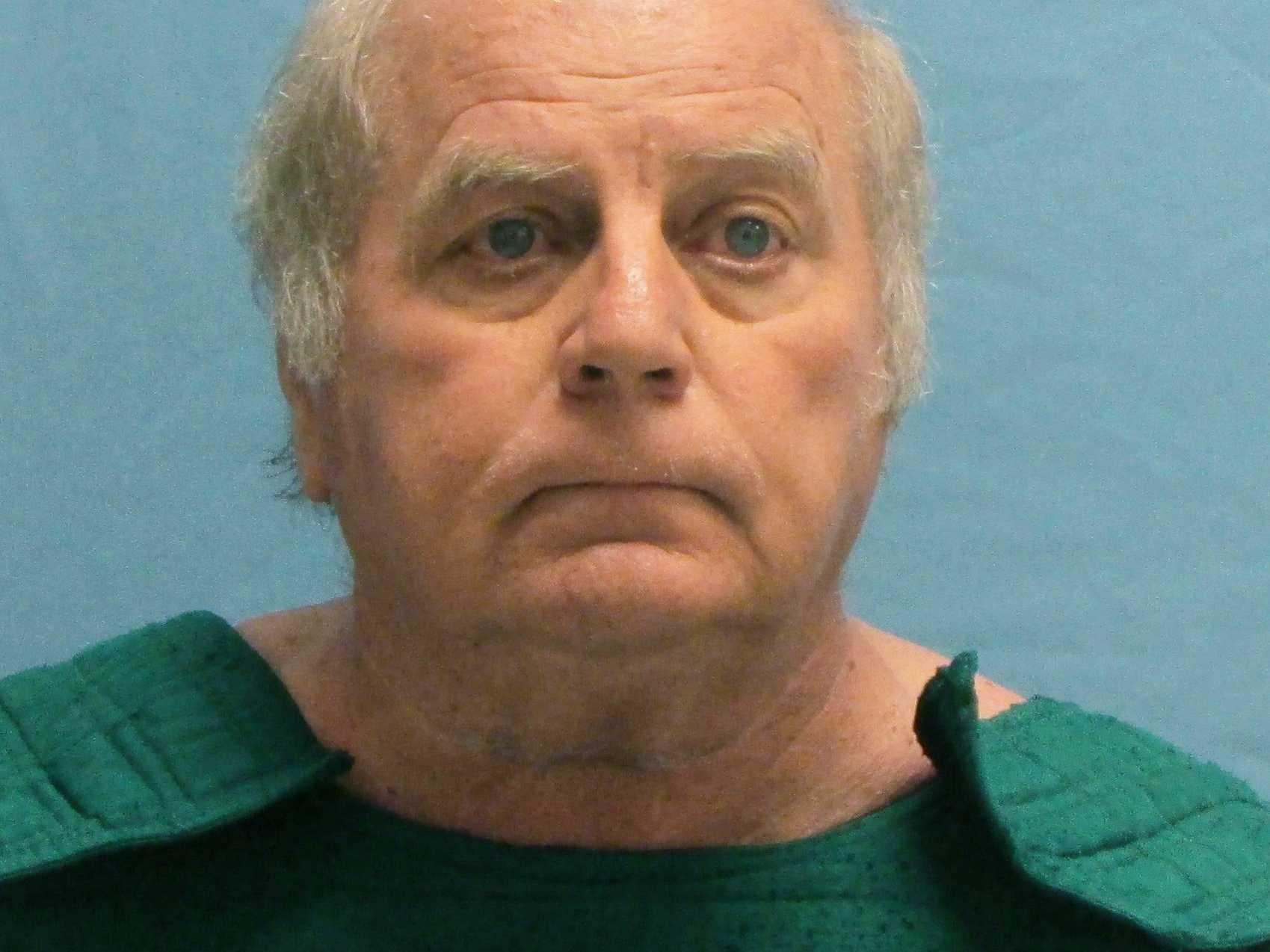 Ex-Judge Admits to Giving Light Sentences for Nude Photos