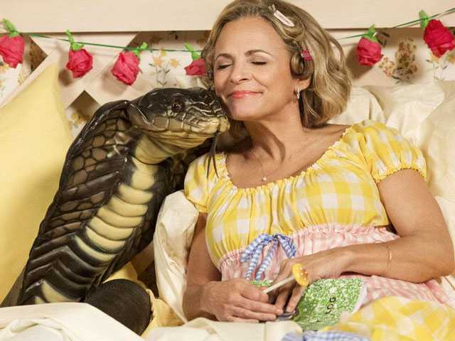 'At Home with Amy Sedaris' Hilariously Skewers Cooking & Crafting TV
