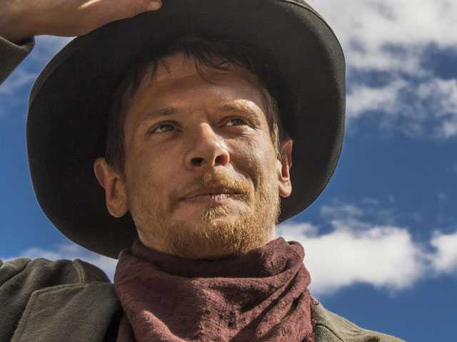 A Monotonous Cat-and-Mouse Game on Netflix's Western 'Godless'