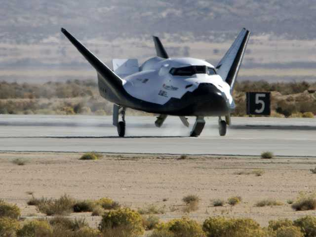 Shuttle-like Dream Chaser Spacecraft Makes Glide Test Flight