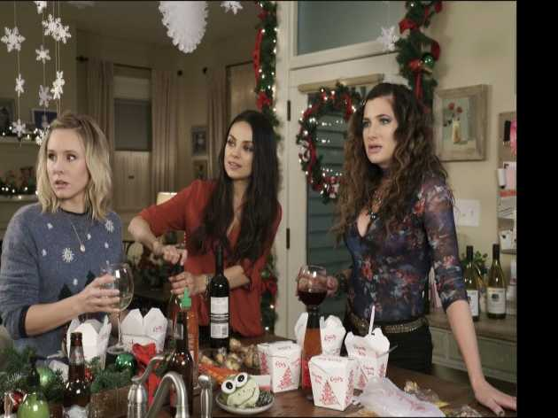 'Bad Moms' Stars Mila Kunis & Kristen Bell Talk Gay Bars, 'Frozen' Drag