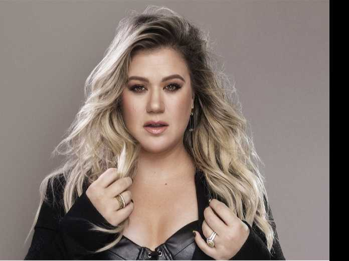 Kelly Clarkson Talks Artistic Liberation, Confronting Anti-LGBT Parents
