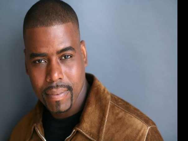 Actor Bernard Dotson Finds Holiday Magic in in 'ELF The Musical'