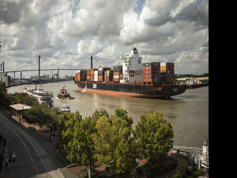 Savannah: Food Tour, Historic Squares & the Purple Line