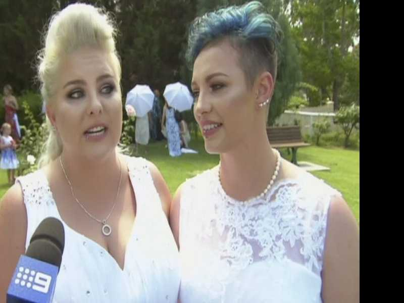 2 Couples Tie Knot in Australia's 1st Same-Sex Weddings