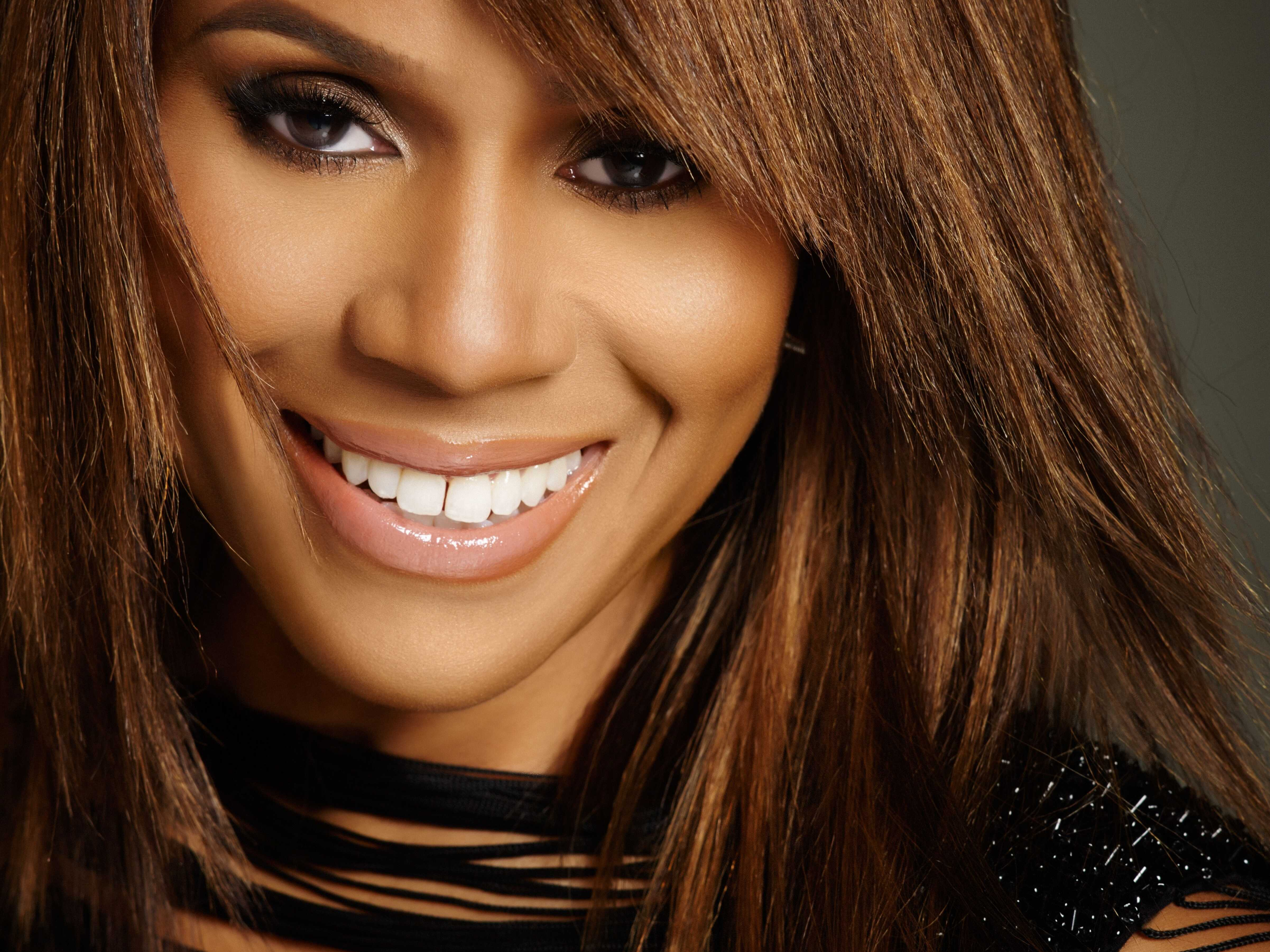 Deborah Cox Steps into Whitney's Shoes in 'The Bodyguard'