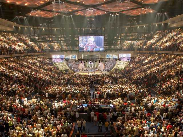 Report: Zero Out of 100 Megachurches LGBTQ Affirming