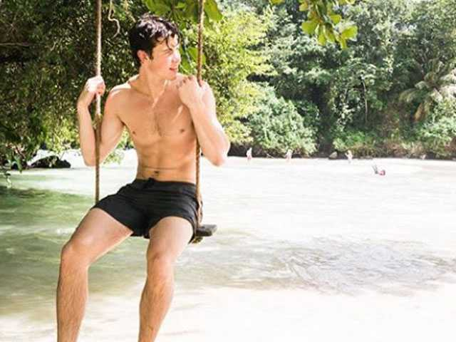 PopUps: Singer Shawn Mendes Ignites Instagram with Shirtless Photo, Teases New Album