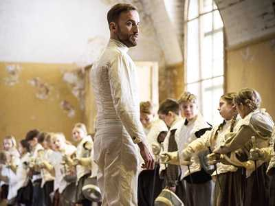 Review :: The Fencer
