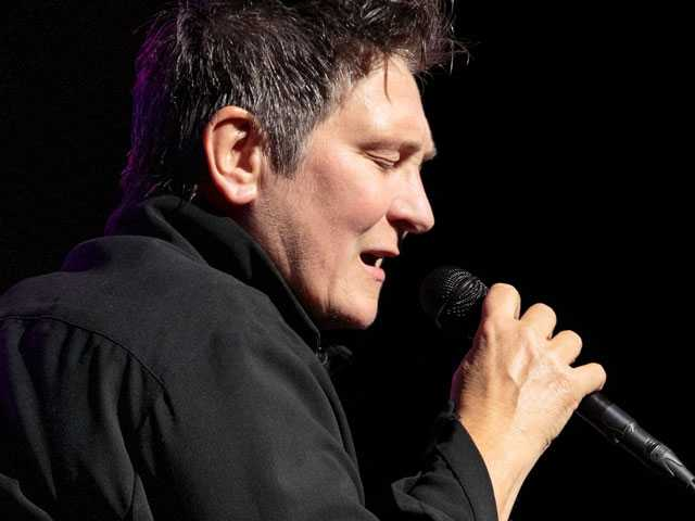 k.d. lang Revisits 'Ingénue' 25 Years Later, this Time in Live Performance