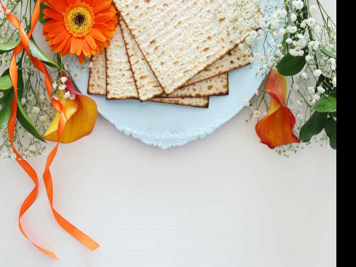 Traveling During Passover? Seders Around the World