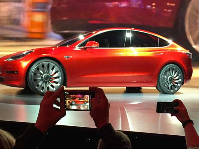 Tesla Raises Production but Falls Short of Model 3 Goals
