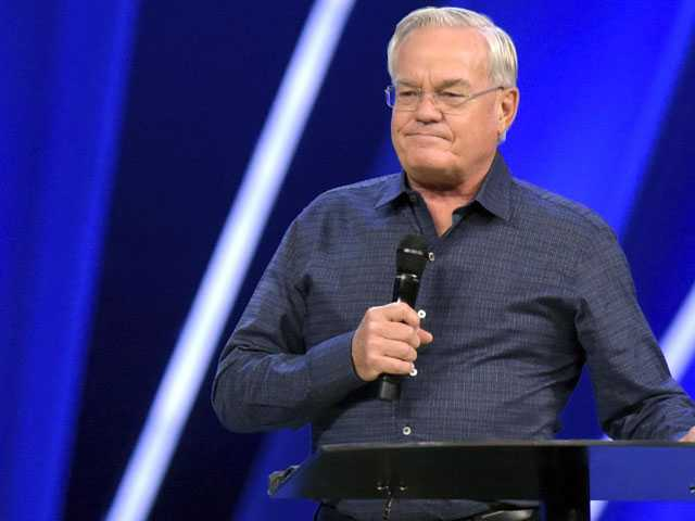 Founder of Megachurch Quits Following Misconduct Allegations