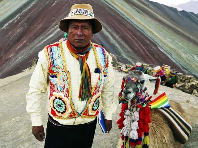 Tourists Flock to Peru's 'Rainbow Mountain'