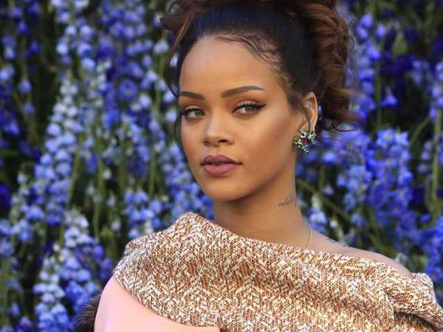 PopUps: Rihanna Says She's Making a Reggae Album, No Longer Friends with Drake