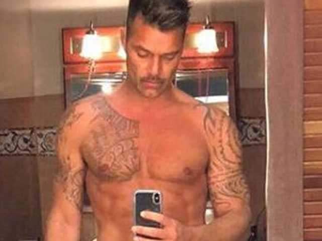PopUps: Ricky Martin Wows Fans with Revealing Selfie