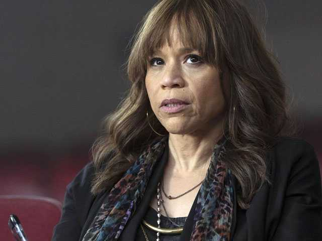 'Rise' Star Rosie Perez Believes in the Power of the Arts