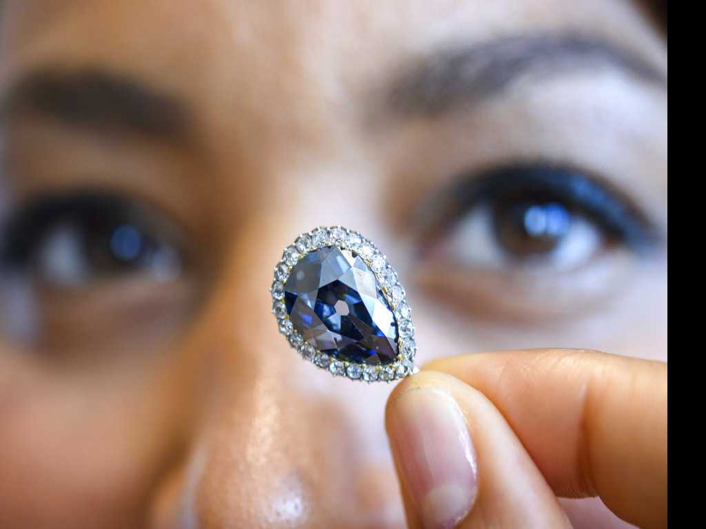 Top 3 Diamonds Fetch $24.1M at Sotheby's Auction in Geneva