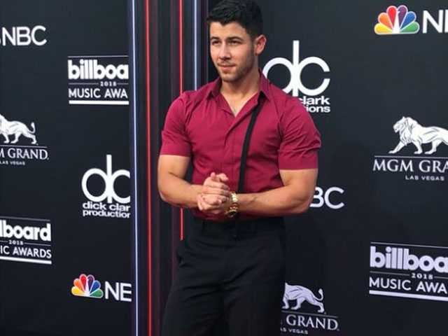 PopUps: Twitter Lost it for a Buff Nick Jonas at the Billboard Awards