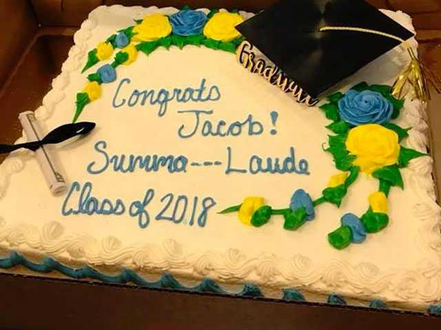 South Carolina Grocery Censors 'Summa Cum Laude' on Graduation Cake
