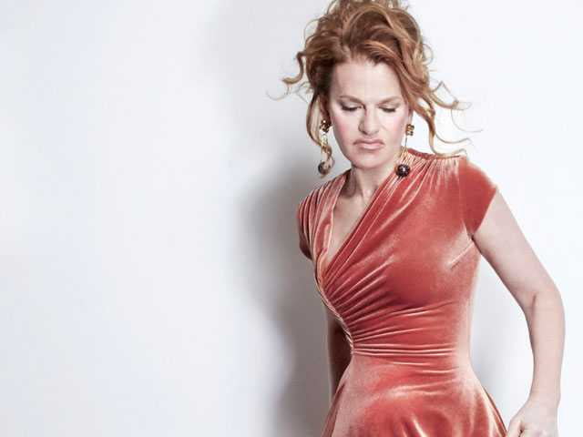 Get Some 'Sandemonium' :: Sandra Bernhard to DC for Pride
