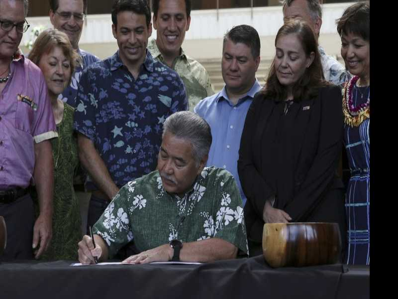 Hawaii Governor to Veto Expansion of State's Hotel Tax
