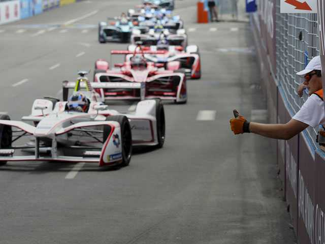 Formula E Paves Way for Electric Cars On and Off Racetrack