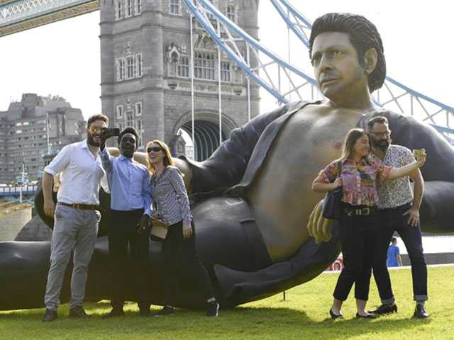Giant Statue of Bare-Chested Jeff Goldblum Pops Up in London
