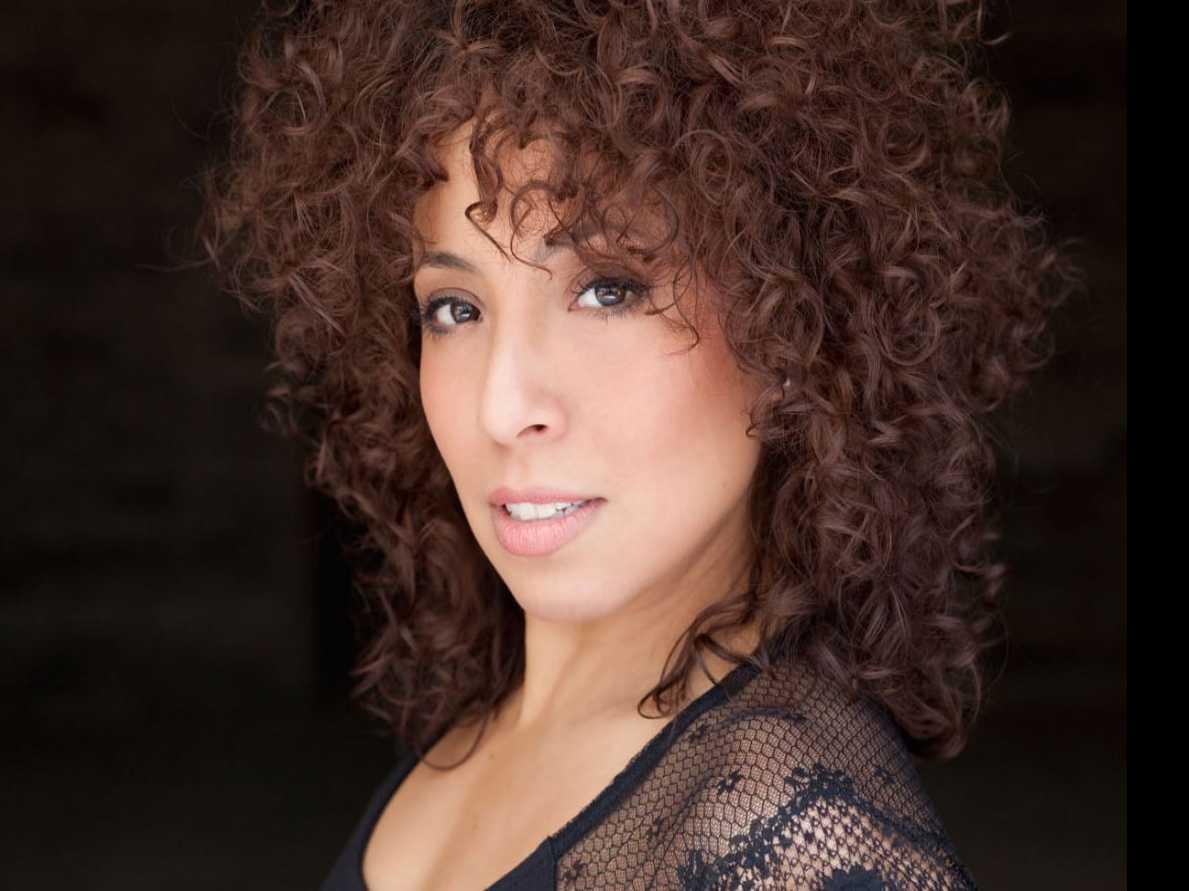 Razzle Dazzle: Michelle Alves Takes on Velma Kelly in 'Chicago'