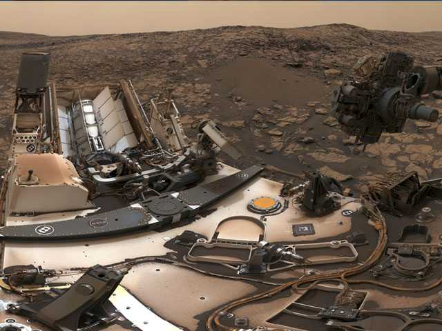 NASA's Mars Rover Curiosity Snaps Dusty Selfie