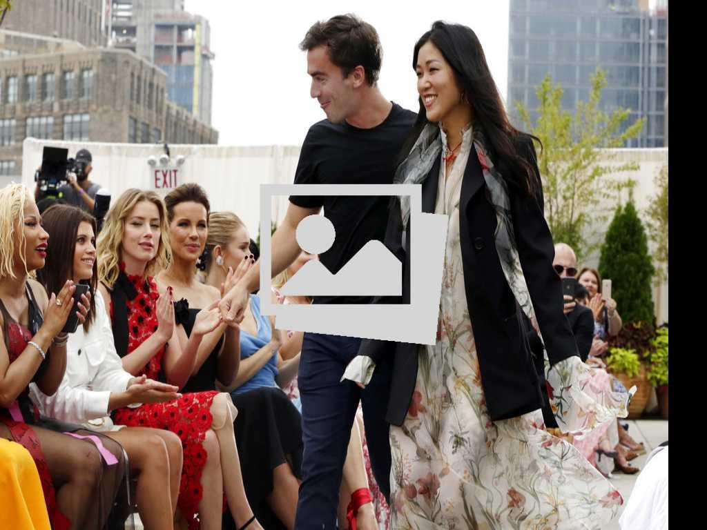 Look: Oscar de la Renta, Spring 2019 at NY Fashion Week