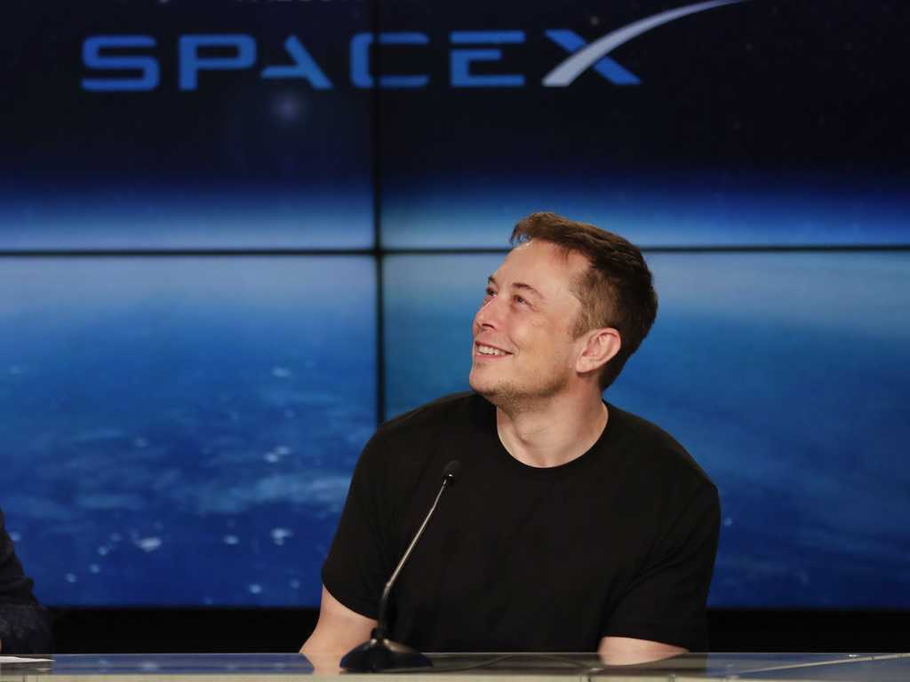 SpaceX Plans to Send Tourists Around the Moon