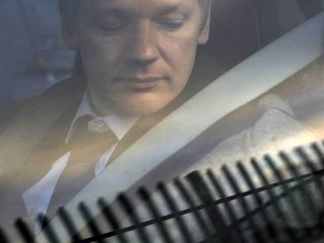 Exclusive: WikiLeaks Docs Show Assange Bid for Russian Visa
