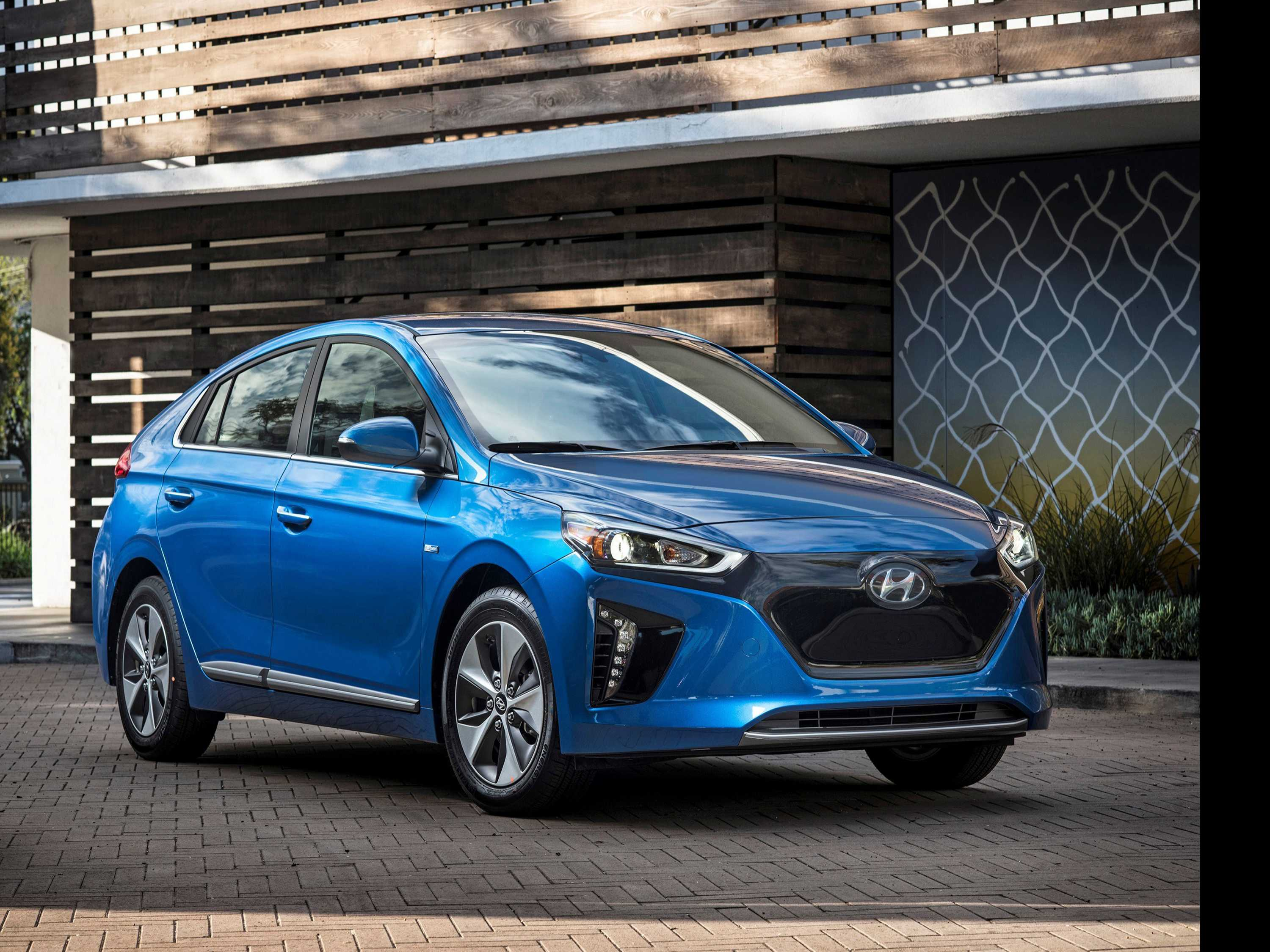 Edmunds: How to Shop for An Electric Car