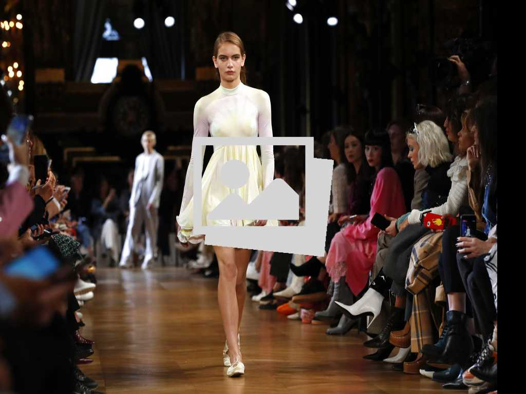 Closer Look: Stella McCartney at Paris Fashion Week