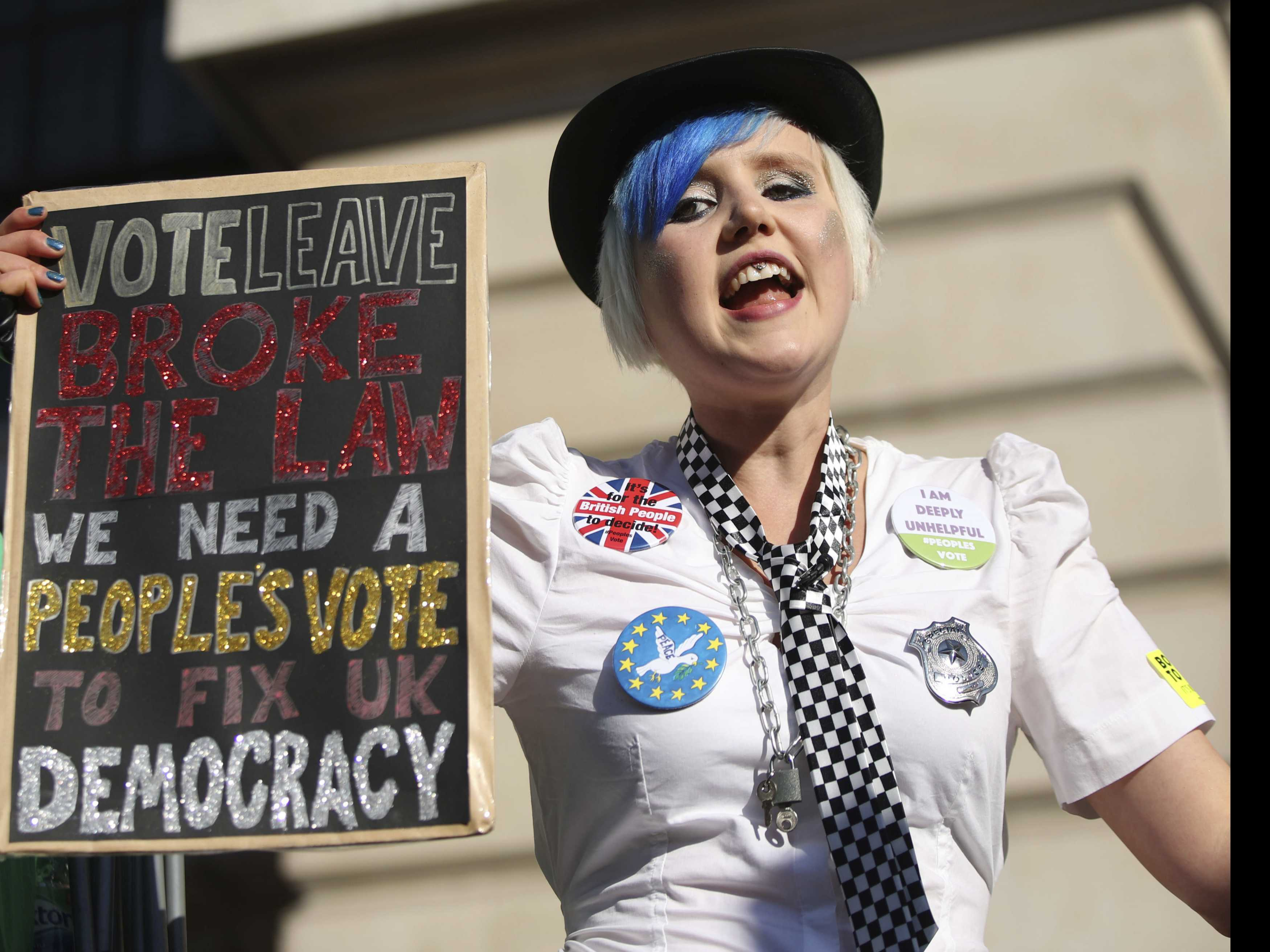 Tens of Thousands March in London to Demand New Brexit Vote
